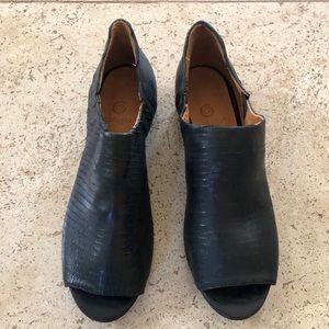 Vero cuoio Italian black leather shoe. Gidigio.